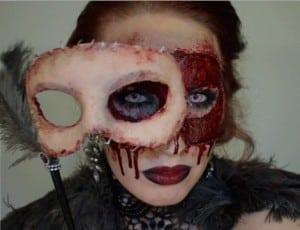 maquillajes-de-terror-mascara-con-sangre-disfracesmimo