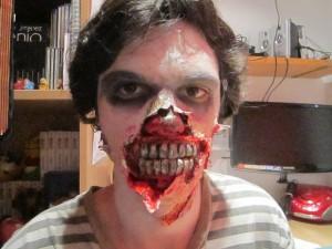 maquillaje-de-zombie-con-dentadura-disfracesmimo