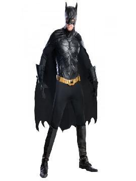 disfraz de batman the dark knight rises deluxe hombre. En The Dark Knigh Rises (El caballero oscuro: La leyenda renace ) Batman es perseguido por las fuerzas de la ley lideradas por su amigo el Comisario Gordon, después de recaer sobre él la culpa del asesinato de Harvey Dent. Además, tendrá que enfrentarse a la aparición de un nuevo villano, Bane, cuyo objetivo es hacer reinar el caos y la destrucción en Gotham City, así como hacer frente a viejas heridas y manejarse con la enigmática Selina Kyle (Catwoman), antes de perder su ciudad para siempre. La identidad secreta de Batman de marvel ha sido siempre Bruce Wayne, un empresario multimillonario y filántropo.