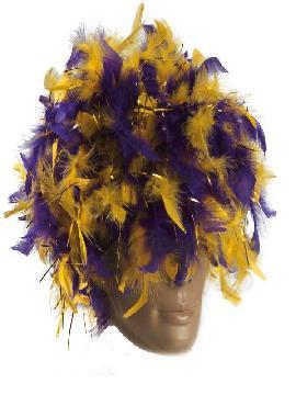 peluca con pluma moradas y amarillas