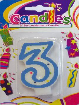 Vela de puntos de colores con el numero 3 para tartas. Comprar vuestra vela barata. Ideal para decoraciones de  tartas de cumpleaños con vuestro grupos de amigos o familiares.